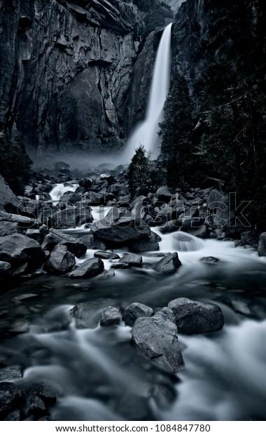 Yosemite Waterfall View California Valley scenic nature