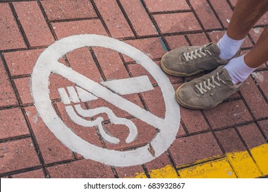 You can not smoke in Hong Kong. Sign on the sidewalk.
