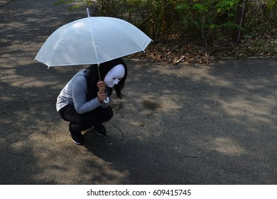 you  d better take an umbrella in case it rains