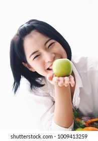 Young Asian woman joyful with healthy food.