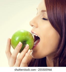 Young attractive woman eating apple
