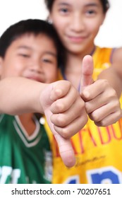 young basketball players making hands sign, focus on the hand