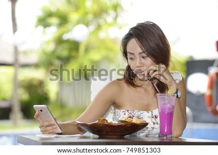 eating dating app kaitlyn hook up with brett