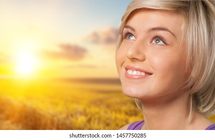 Young beautiful woman smiling at dawn, the happy new day