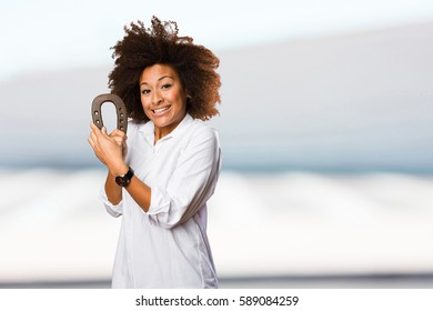young black woman holding a horseshoe