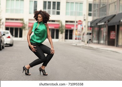 Young black woman posing in the middle of the street
