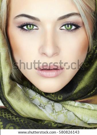 Pretty girl green eyes