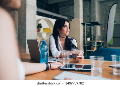 young brunette businesswoman working in modern office with colleagues– emancipation, concentration, new business
