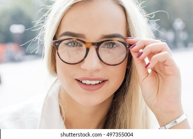 young business woman, blond, bespectacled, Outdoor
