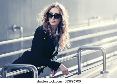 Young business woman on city street  Stylish fashion model in sunglasses outdoor