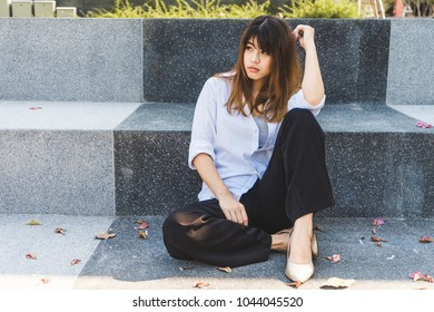 Young business woman sitting on floor. Casual business girl looking away. fashion model relaxing on floor.