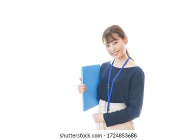 Junge Unternehmerin, die im Büro arbeitet