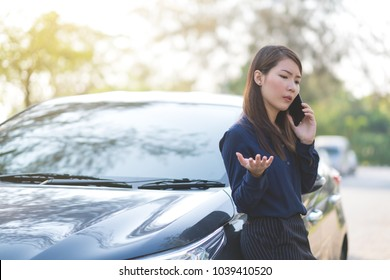 Young businesswoman stop a car and talking on phone for her business