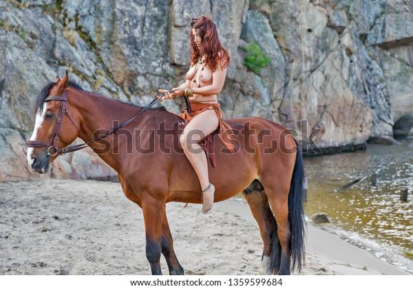 Nackt pferd reiten