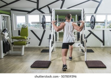 Young caucasian bodybuilder work out with barbell in gym, active and healthy lifestyle, strong muscled man