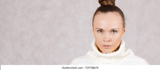 Young caucasian lady between 30 and 40 years dressed in a knitted sweater. Closeup