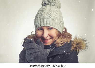 Young caucasian woman with hat and gloves in winter