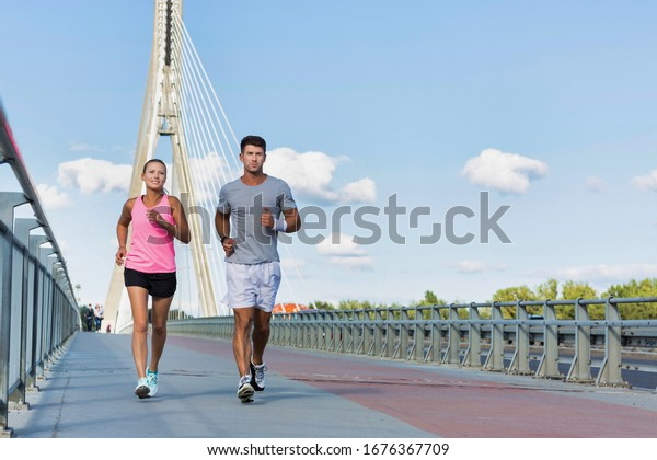 Young couple excersising in the middle of the city