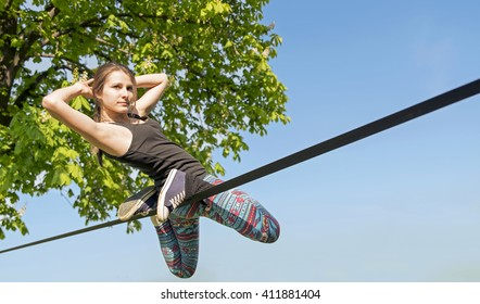 young girl doing slackline