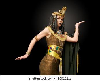junges Mädchen, gekleidet in Kleopatra-Kostüme, Pose, Studioaufnahme,