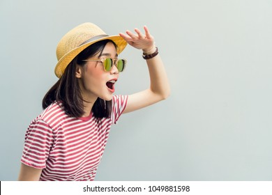 Young girl happy is Looking forward to finding something. Wear sunglasses with a reflection of the light sunshine. Concept summer travel.