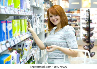 The young girl makes purchases in shop