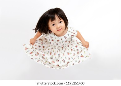 A young girl who expresses herself in a dress. White back, happy, childcare, affection, dance, expression, image.Bird's eye view,