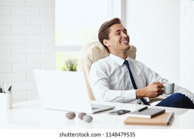 Young handsome businessman smiling in a modern office