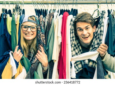 Young hipster couple in love at the weekly flea market - Best friends sharing free time having fun and shopping in the old town - Lovers enjoying everyday life moments on a vintage filtered look