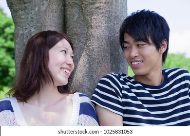 Young japanese couple in a relaxed mood
