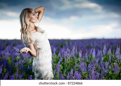 Young lady in a lavender field - shallow DOF, focus on face