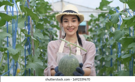 The young lady is willingly delivering the fruit in her hand in the garden.