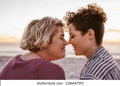 Lesbische Kissbilder