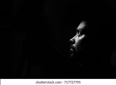 Unduh 8300 Koleksi Background Black Portrait Gratis Terbaik