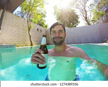 Young man enjoy the day in a swimming pool