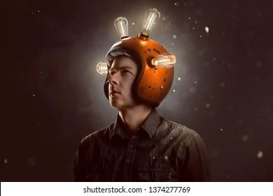 Joven con casco de bombilla
