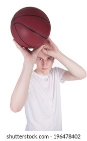 Young man preparing for a filing with the ball in his hands