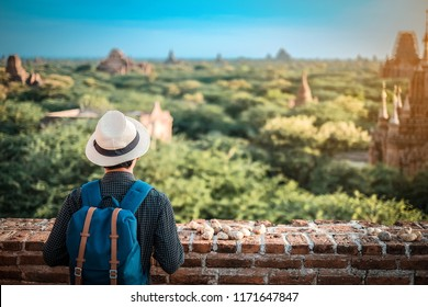 48259c216d4f67 Young man traveling backpacker with hat