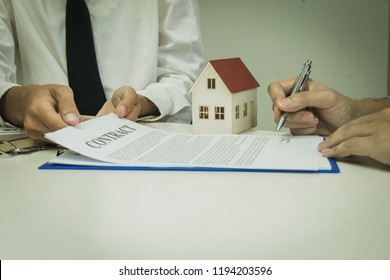 The young man wanted to rent a house and brought the collateral. Then the entrepreneur approved the rent and gave the key to show that the young man had passed the examination.