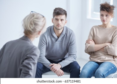 Young marriage in conflict in a therapy with psychologist