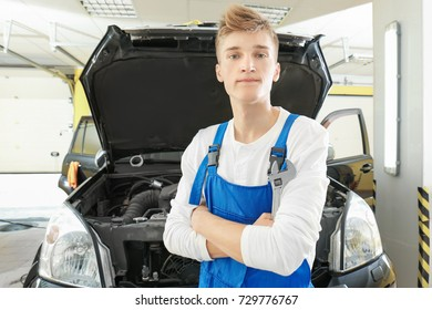 Young mechanic in body shop