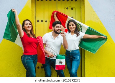 Young mexican people with flags celebrating Cinco de Mayo in Mexico City