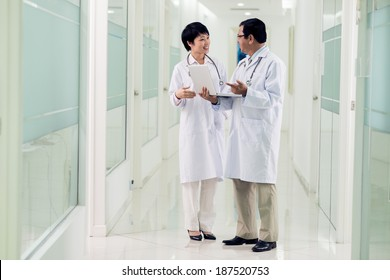Young and middle-aged doctors speaking in the hospital