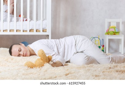 Young mother between 30 and 40 years old is sleeping on the floor