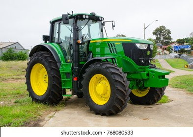 Young, New South Wales, Australia. – On December 3, 2017. – John deere farm Tractor model 6195M is 30 gpm pressure-flow compensated hydraulic system.