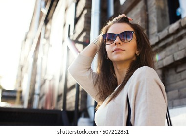 Young pretty woman outdoor fashion portrait. Beautiful girl casual dress and sunglasses