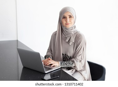 Young saudi business woman working in at office