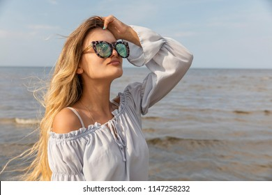 Chicas Playa Images Stock Photos Vectors Shutterstock