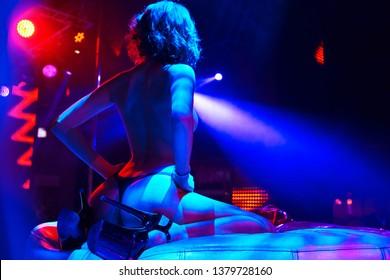 club nocturno burdeles legales espectáculo de juguete