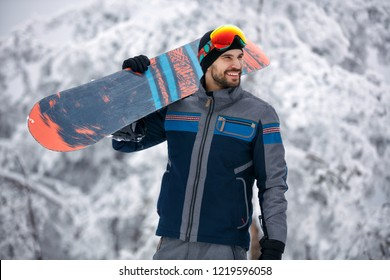 young snowboarder - Winter sport lifestyle concept